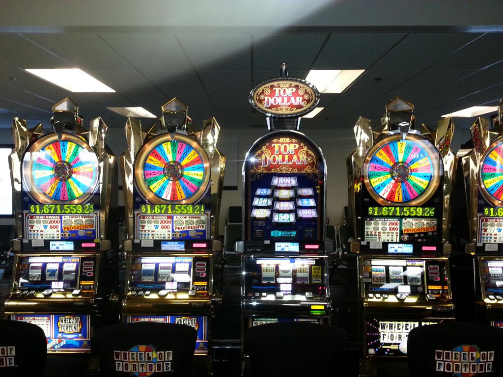 Игры В Казино На Деньги Скачать